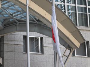 大手町ファーストスクエア、日の丸の半旗