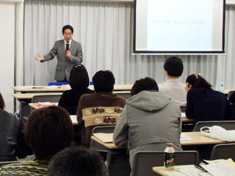 研修会の講師をしている時の写真、島倉