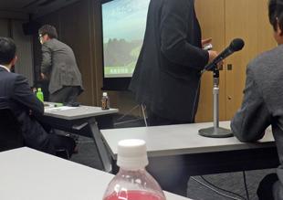 研究会で発表時の写真、大手町デンタルクリニック