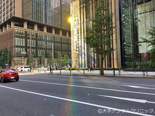 丸の内、大手町の道路に虹がかる瞬間に遭遇